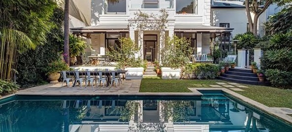Prestigious property with swimming pool